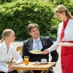 Zachowanie kelnera jako wizytówka restauracji